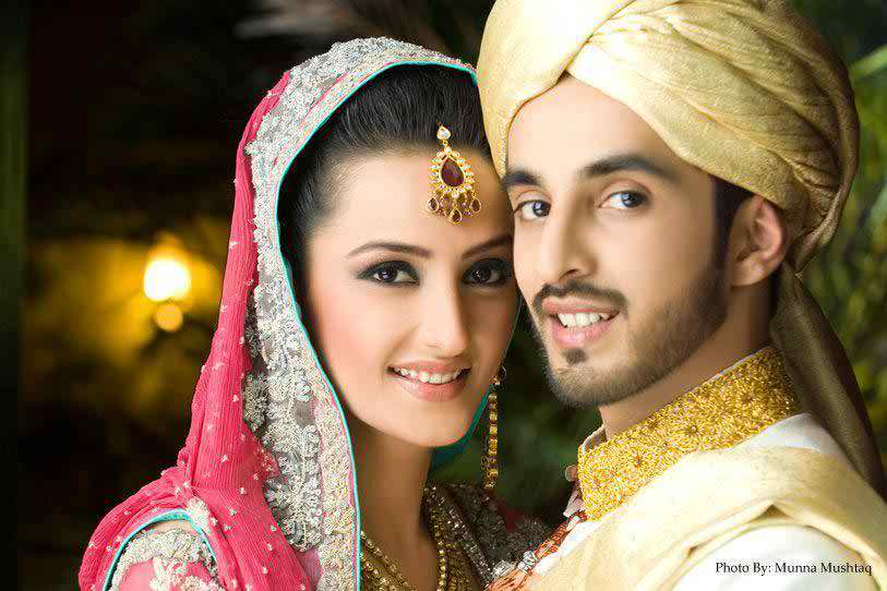 Momal Sheikh With Her Family - Arts & Entertainment Images & Photos