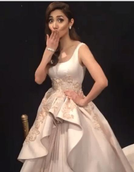 Gorgeous Mahira Khan At Lux Style Awards 2016 Pakistani