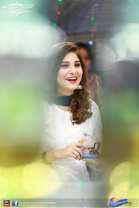 Beautiful Hina Altaf in Sanam Baloch Show   Pakistani Drama Celebrities