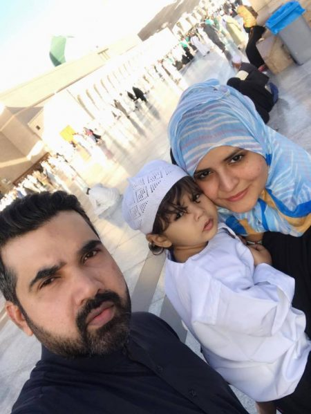 Actress Beenish Chohan Performed Umrah With Her Husband Son