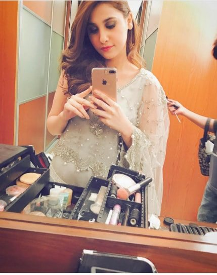 Beautiful Pictures Of Hina Altaf On The Set Of Drama Kuch