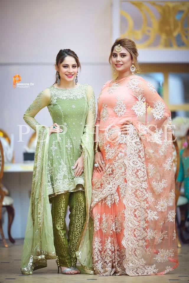 Beautiful Pictures Of Neelam Muneer With Her Sister And