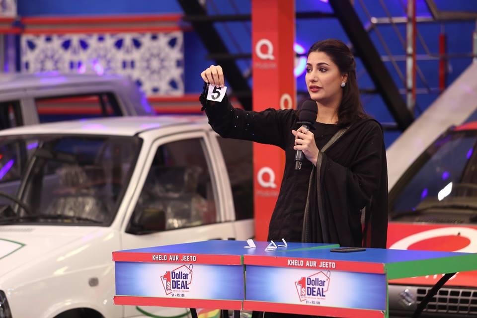 beautiful mehwish hayat with fahad mustafa in jeeto pakistan show