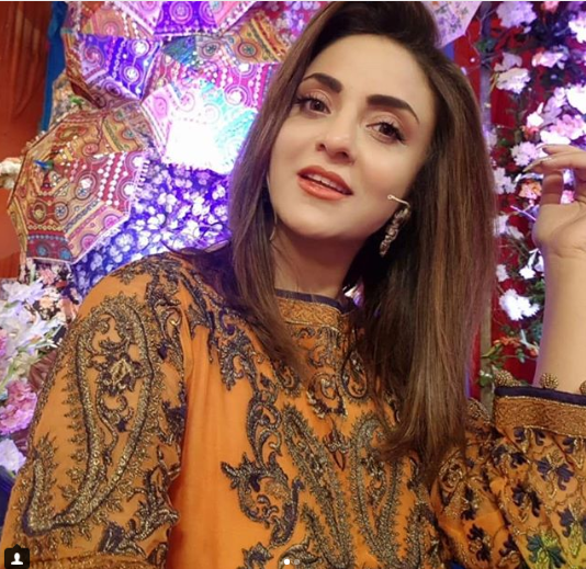 Nadia khan model