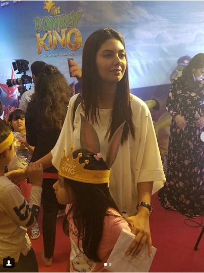 Celebrities with their Kids at Premier of Movie Donkey King   Pakistani Drama Celebrities