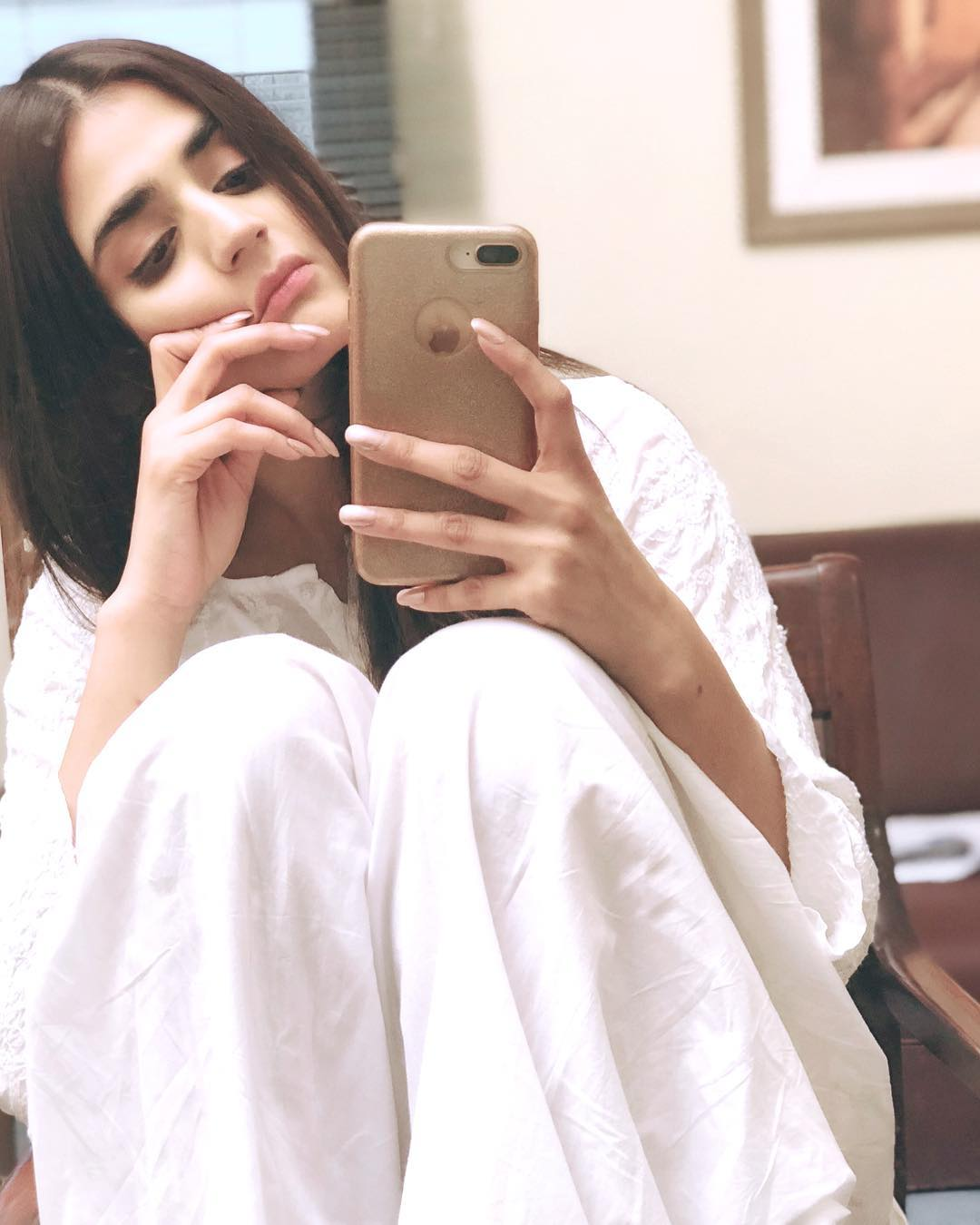 hira mani shared her latest pictures