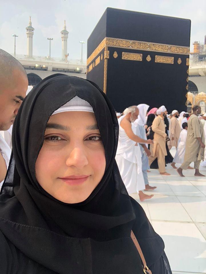 Javeria Saud Performed Umrah With Her Family Pakistani