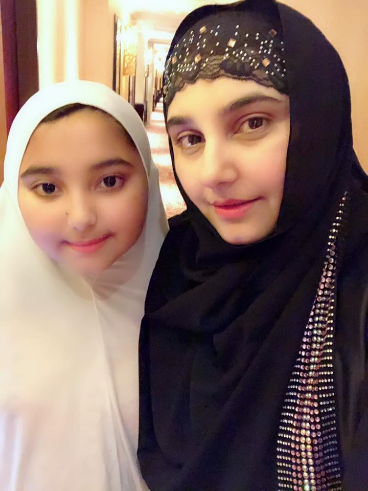 Javeria Saud Performed Umrah With Her Family Pakistani