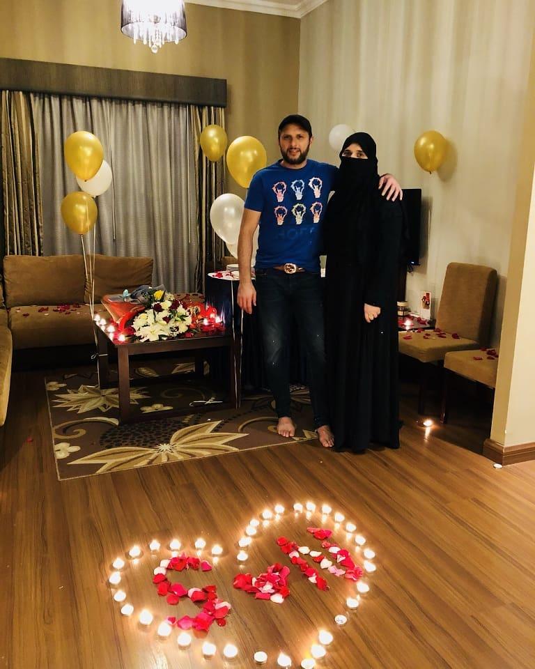 Shahid Afridi Celebrating his 18th Wedding Anniversary ...