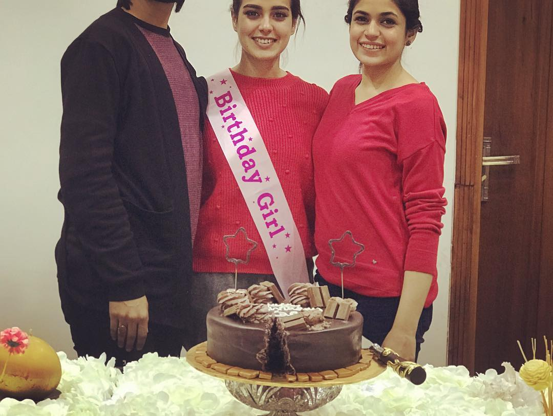 Iqra Aziz Celebrating her Birthday with her Family ...