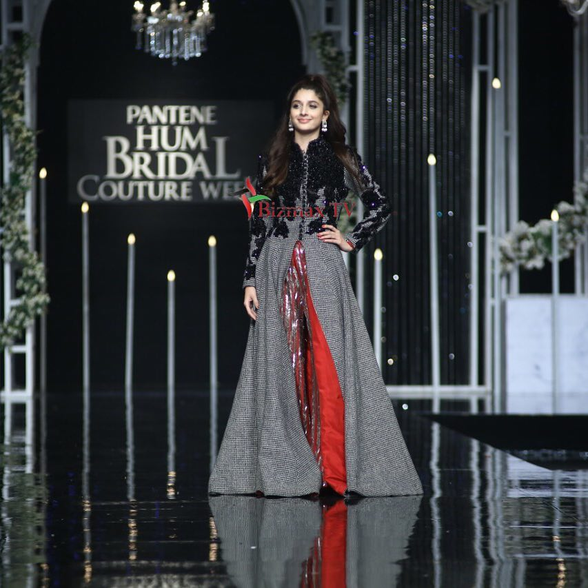 Beautiful Mawra Hocane as Show Stopper for HSY at the Grand