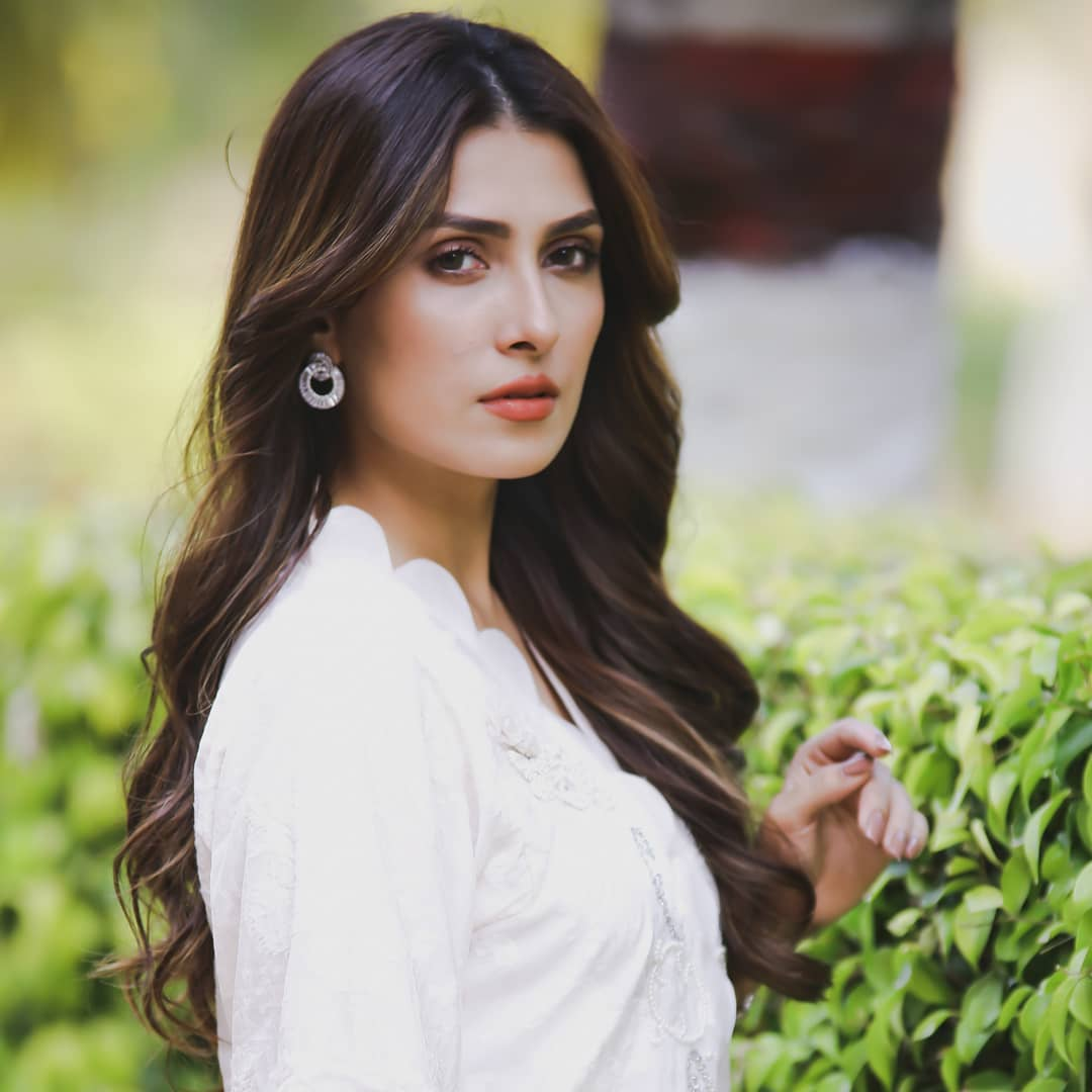 Privacy Policy >> Beautiful Pictures of Ayeza Khan with her Daughter Hoorain ...