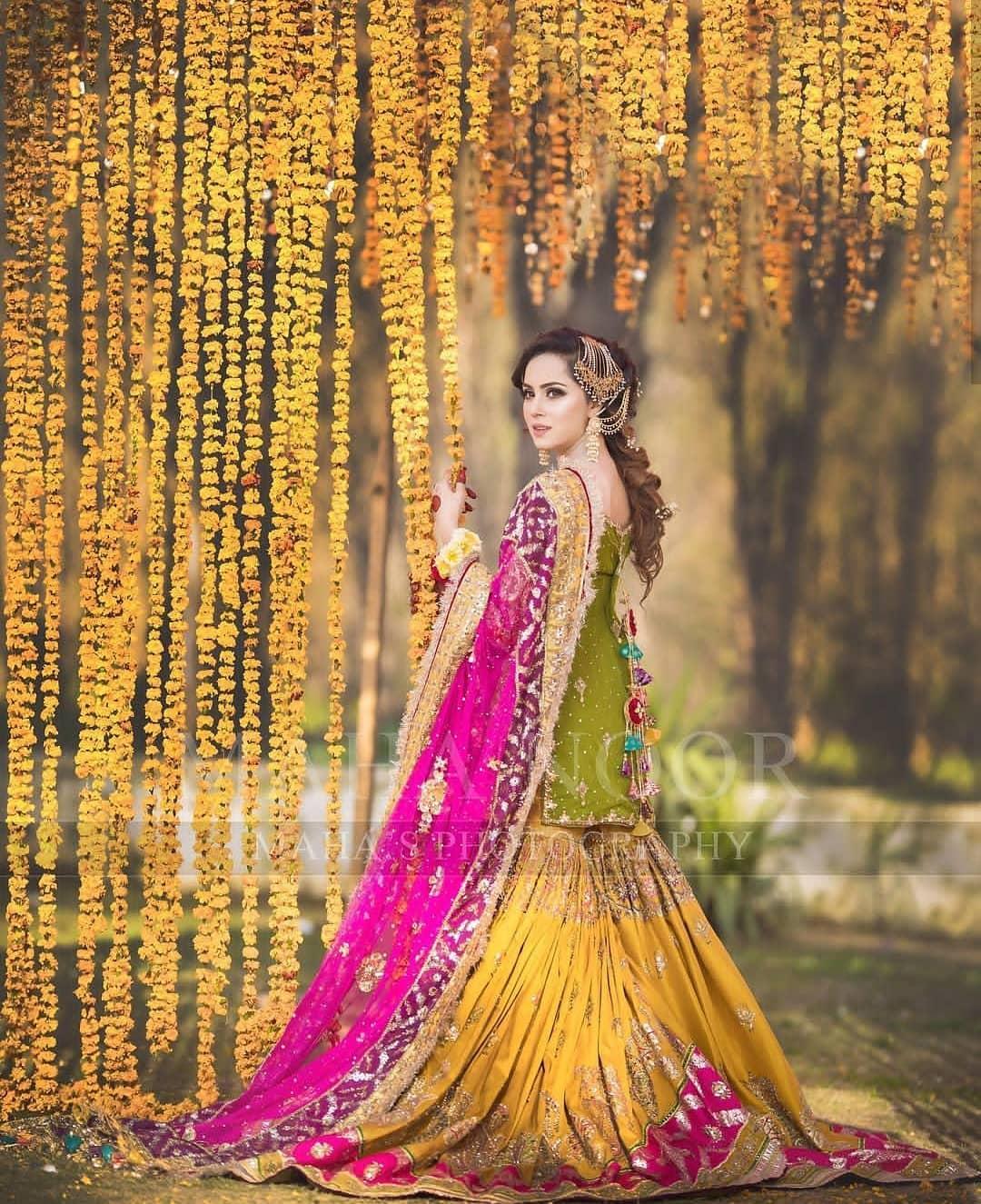 Beautiful Mehndi Photoshoot of Nimra Khan | Pakistani