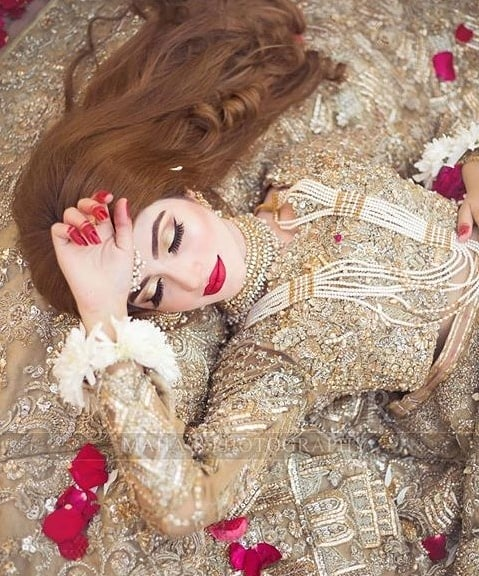 kinza hashmi looking gorgeous in her latest bridal photoshoot