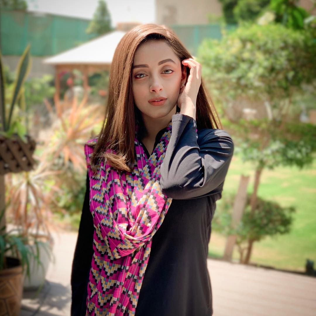 Beautiful Sanam Chaudhry on the Set of her Drama Meer Abru