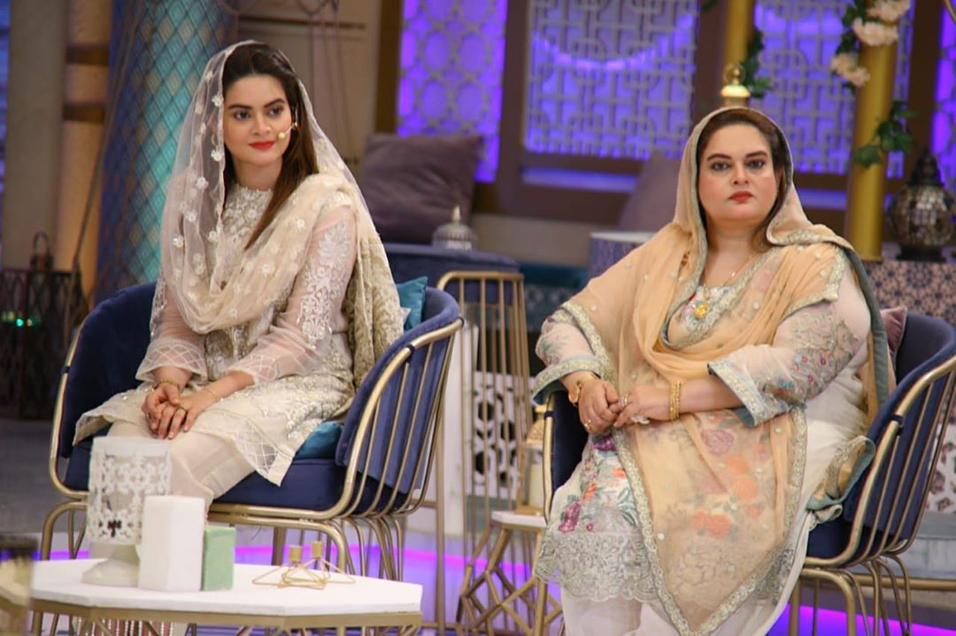 Beautiful Clicks of Minal Khan with her Mother in Geo Tv