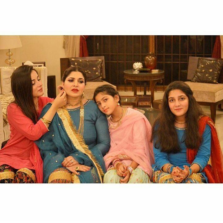 beautiful clicks of shagufta ijaz with her cute daughters