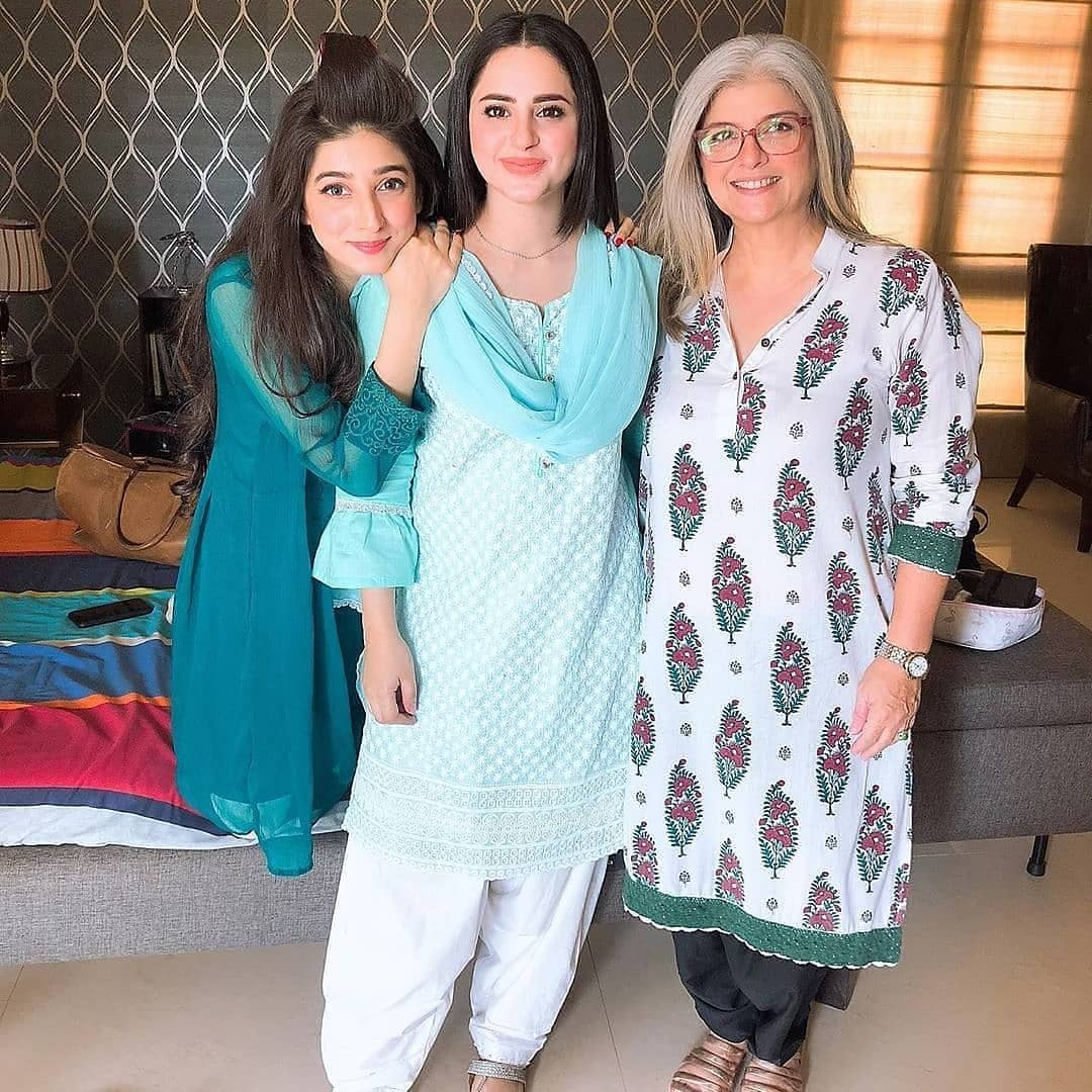 , Fatima Effendi and Mariyam Nafees on the Set of their Drama Munafiq, Top Breaking News