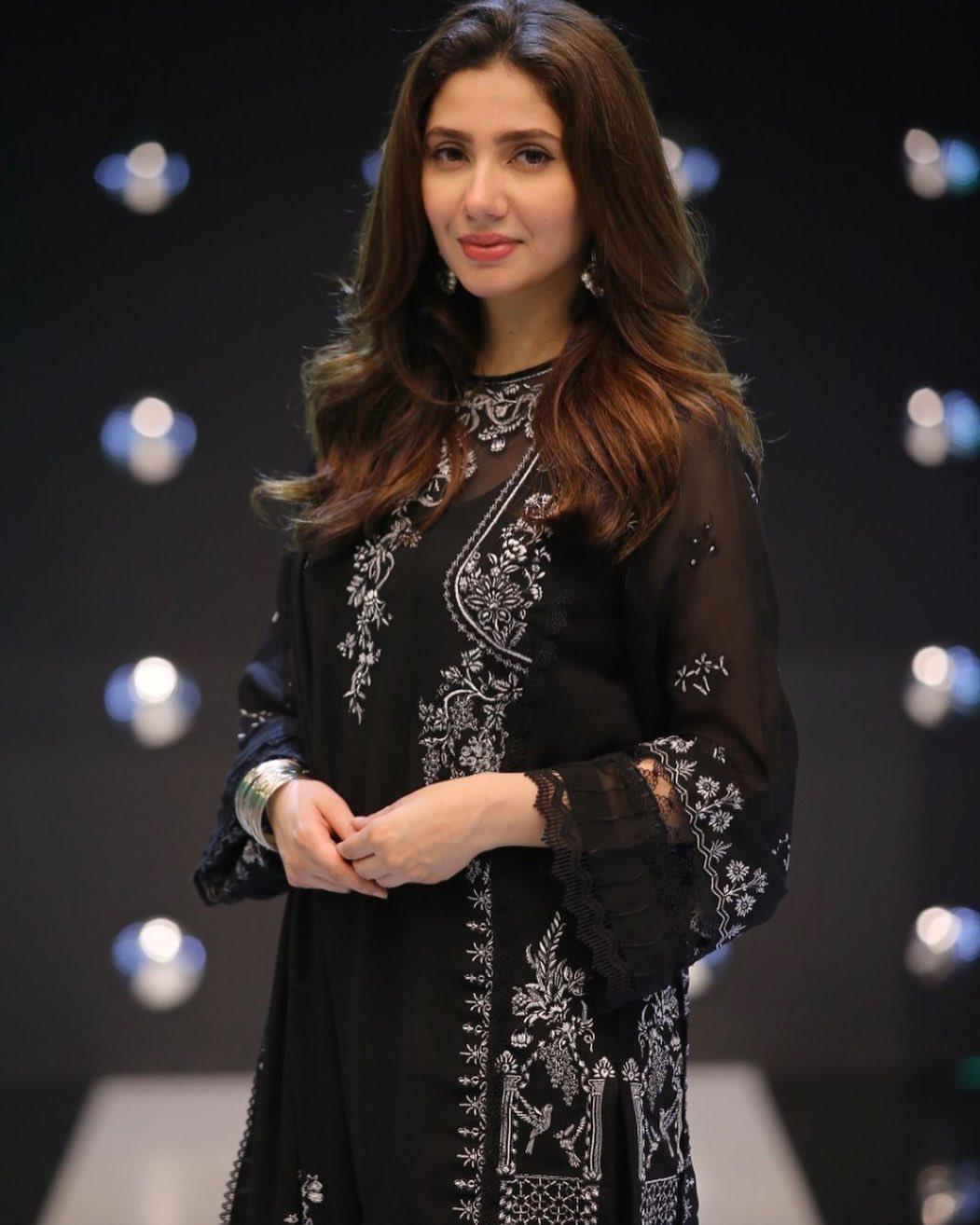 Beautiful Mahira Khan in jeeto Pakistan Show   Pakistani Drama Celebrities
