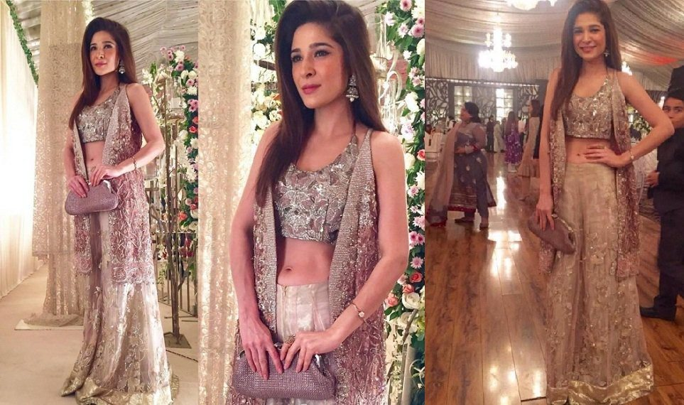 actress ayesha omer spotted at her friends wedding