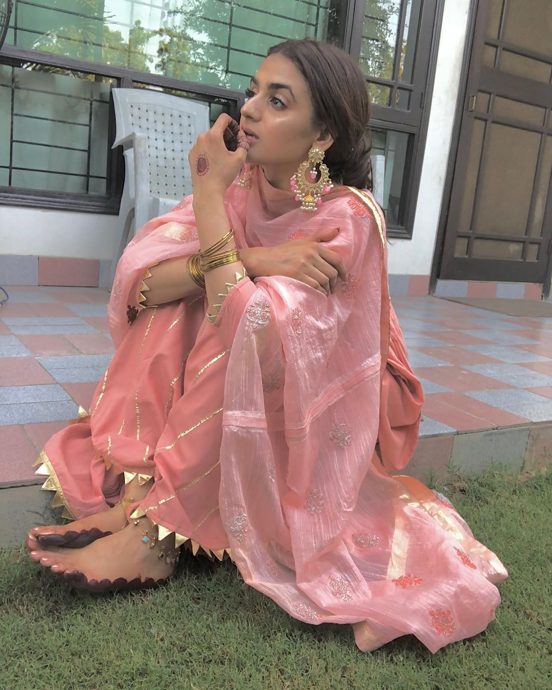 Beautiful New Eid Pictures of Hira Mani with her Family