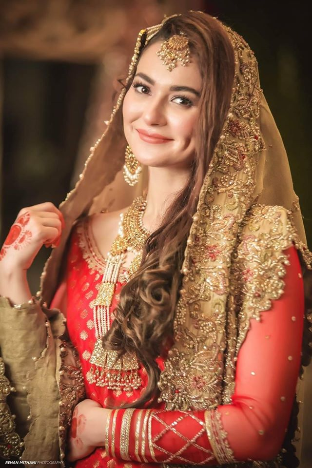 Beautiful Pictures of Hania Amir and Feroze Khan on Set of their ...