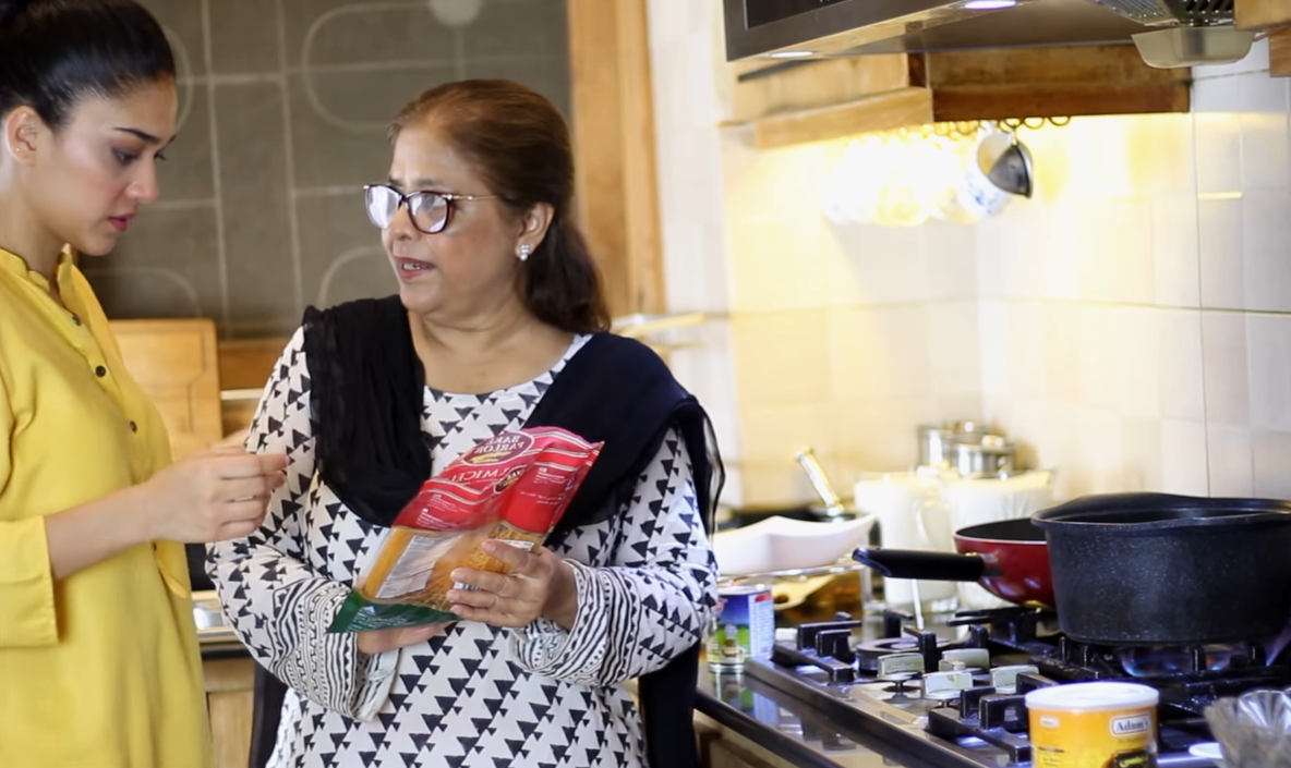 Sanam Jung Cooking with her Mother   Pakistani Drama Celebrities